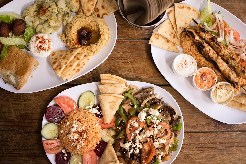 ארוחה בטברנה יוונית
