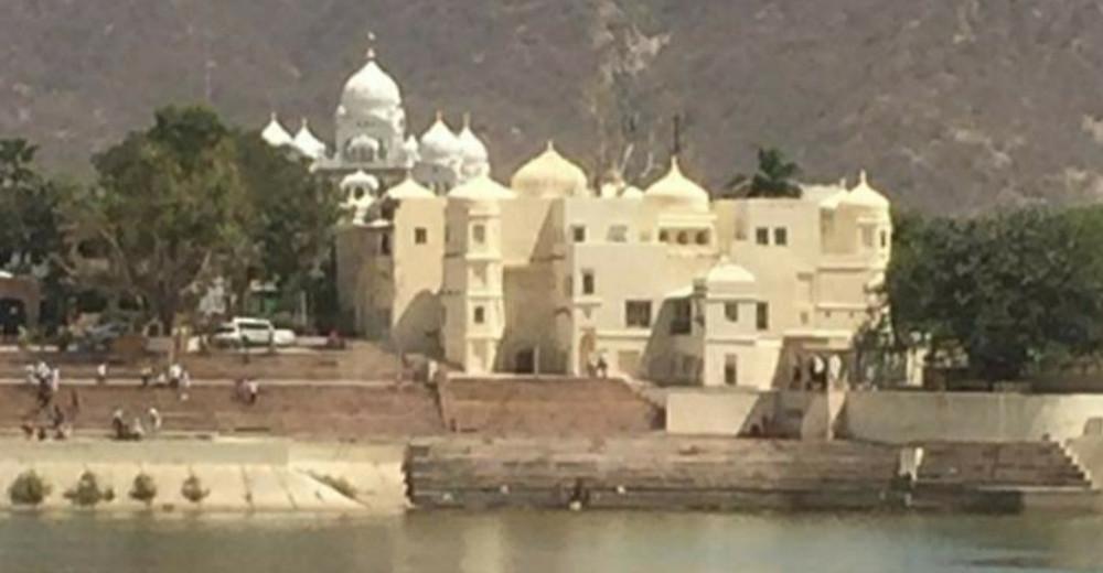 האגם הקדוש בפושקר שברג'יסטאן הודו