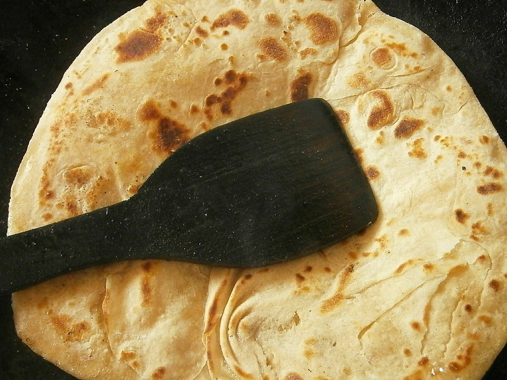 פאראתה - הפאראתה היא פיתה עגולה שדומה מעט לקיש עגולה ולעיתים ממולאת עם גבינה או ירקות. וגם היא נאפת בטאבון