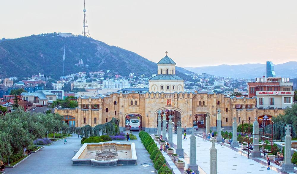 טביליסי, בירת גאורגיה, היא גם העיר הגדולה ביותר במדינה. העיר מציעה שילוב מרגש ומעניין בין היסטוריה עשירה ומגוונת ופולקלור ייחודי ומרתק לבין החיים המודרניים
