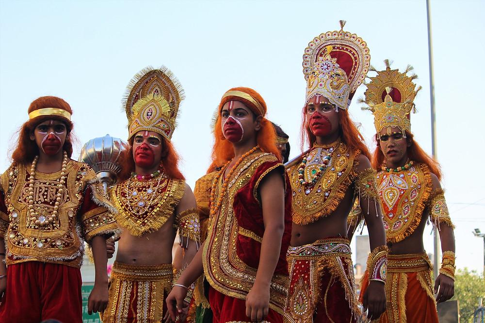 חגיגות לאל הקוף האנומן בהודו