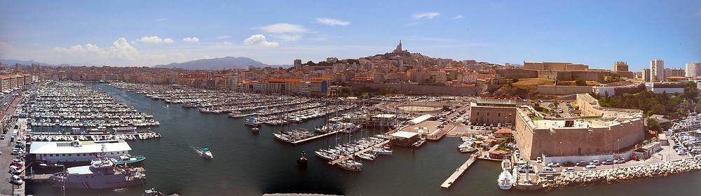 מרסיי שבדרום צרפת , עיר נמל ים תיכונית , עם מזג אוויר נוח רוב ימות השנה