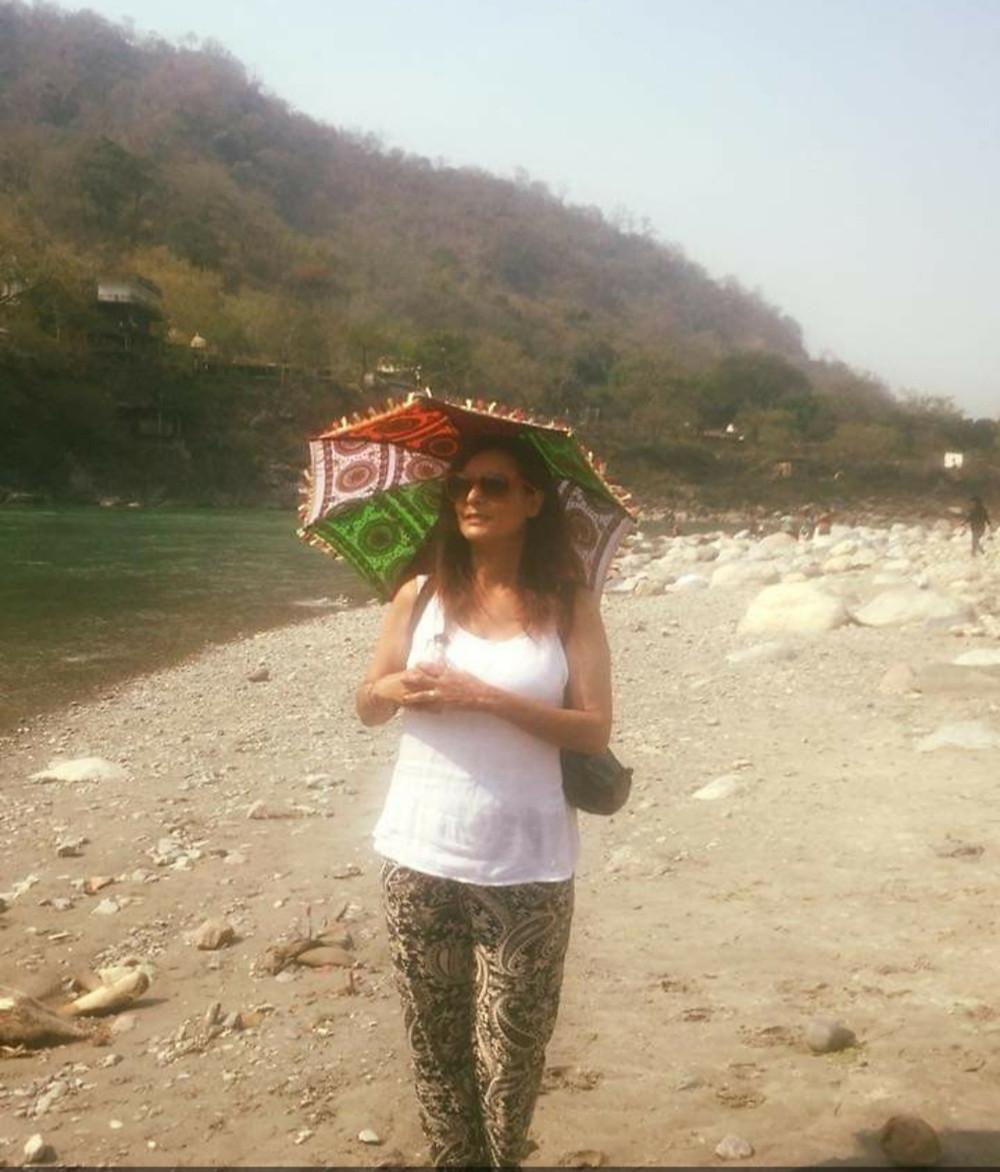 לחופו של הגאנגס ברישיקש שבהודו
