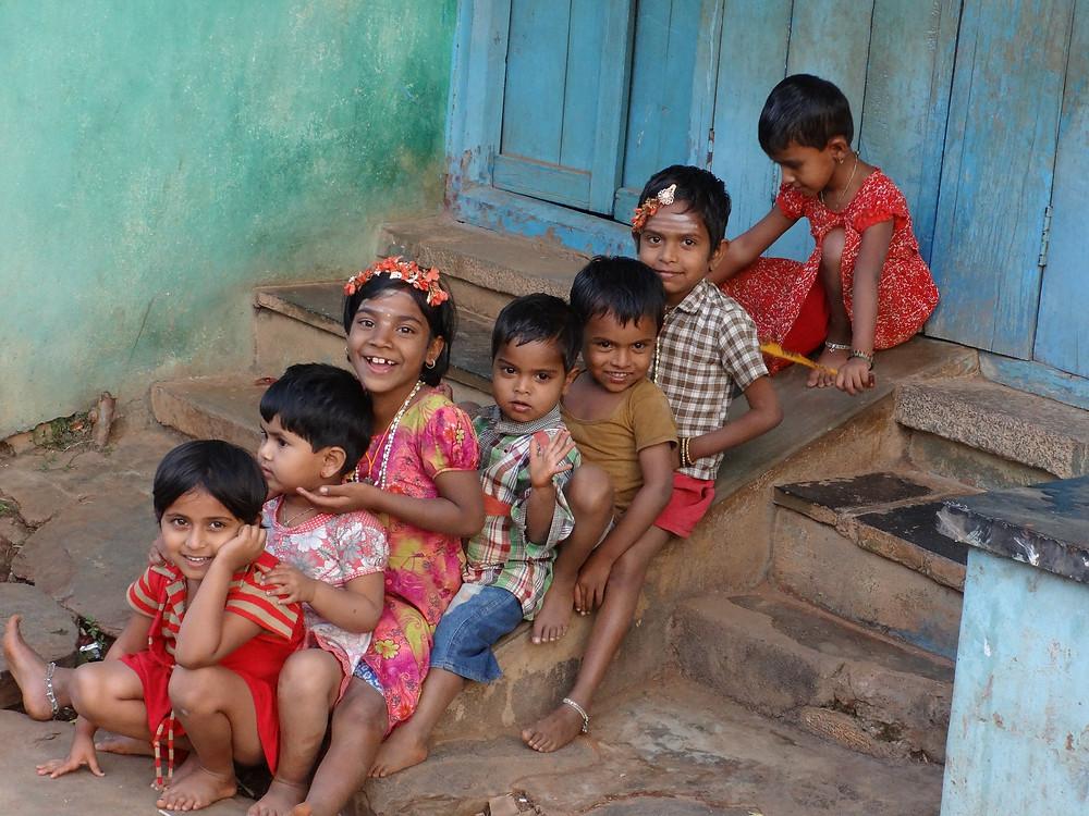 ילדים הודים משחקים בניו דלהי