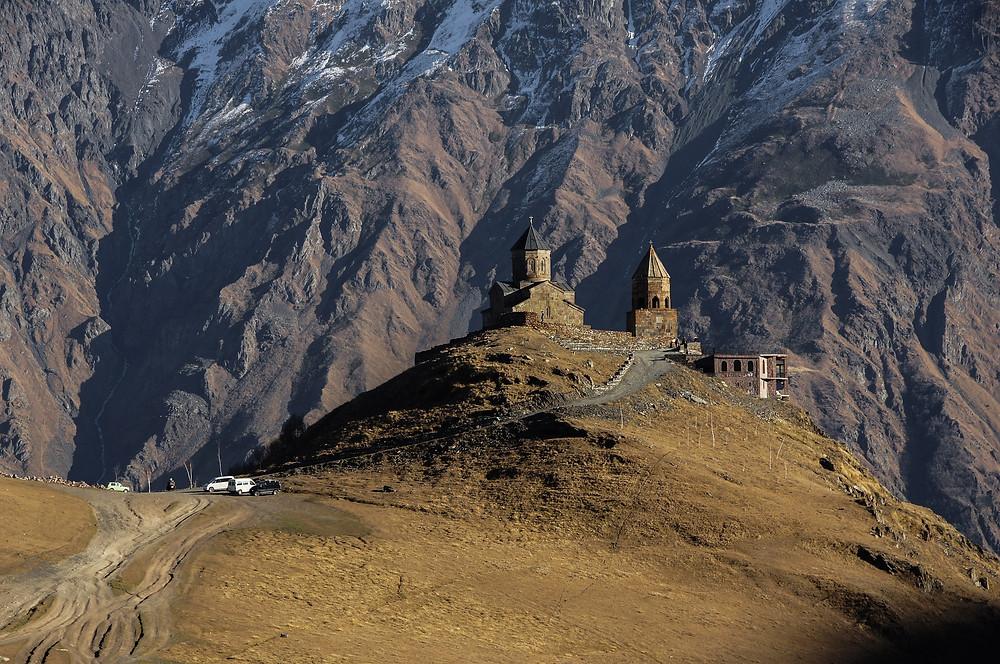 הר קזבק - הר בצפון מזרח גאורגיה, צפונית לגודאורי ודרומית לגבול רוסיה. ההר נחשב להר השלישי בגובהו במדינה עם גובה של 5,033 מטרים. קצהו של ההר מושלג תדיר וקיימת בו תחנה של השירות המטאורולוגי מתחת להר שוכנת העיירה קזבגי וכנסיית גרגאתי