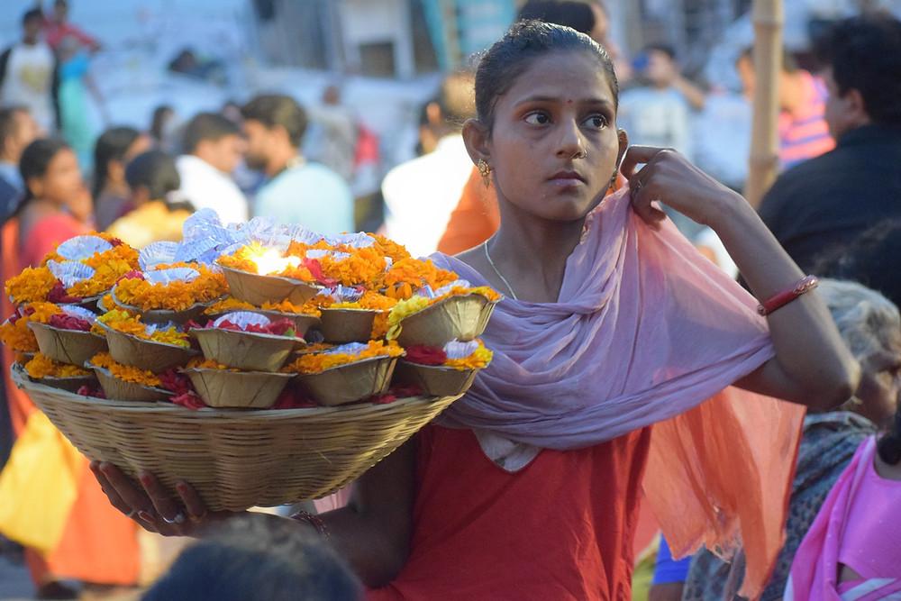 ורנאסי היא אחת משבע הערים הקדושות ביותר להינדואיזם. היא נמצאת על גדת נהר הגנגס שקדוש להינדואים שמאמינים בסגולתו לטהר ולנקות את האדם מחטאיו