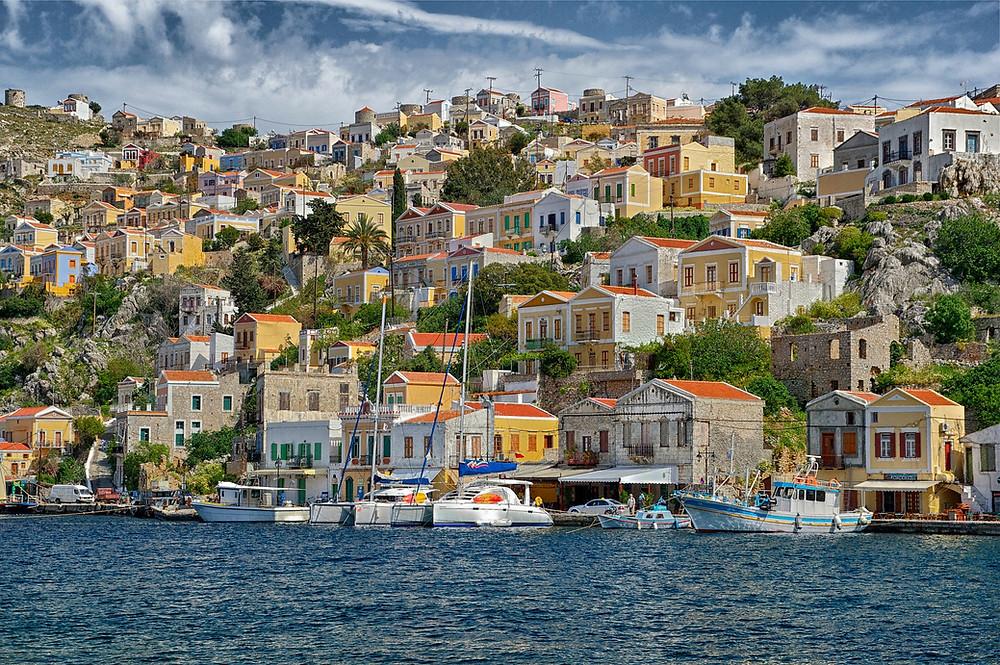 האי סימי הקטן והציבעוני שבאיי יוון