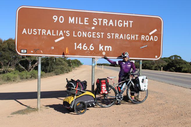 0419ここから146kmの直線道路へ1.JPG