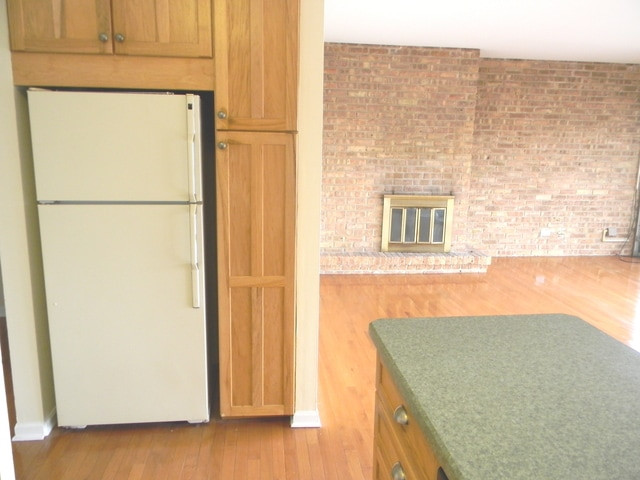 Kitchen (view 2)