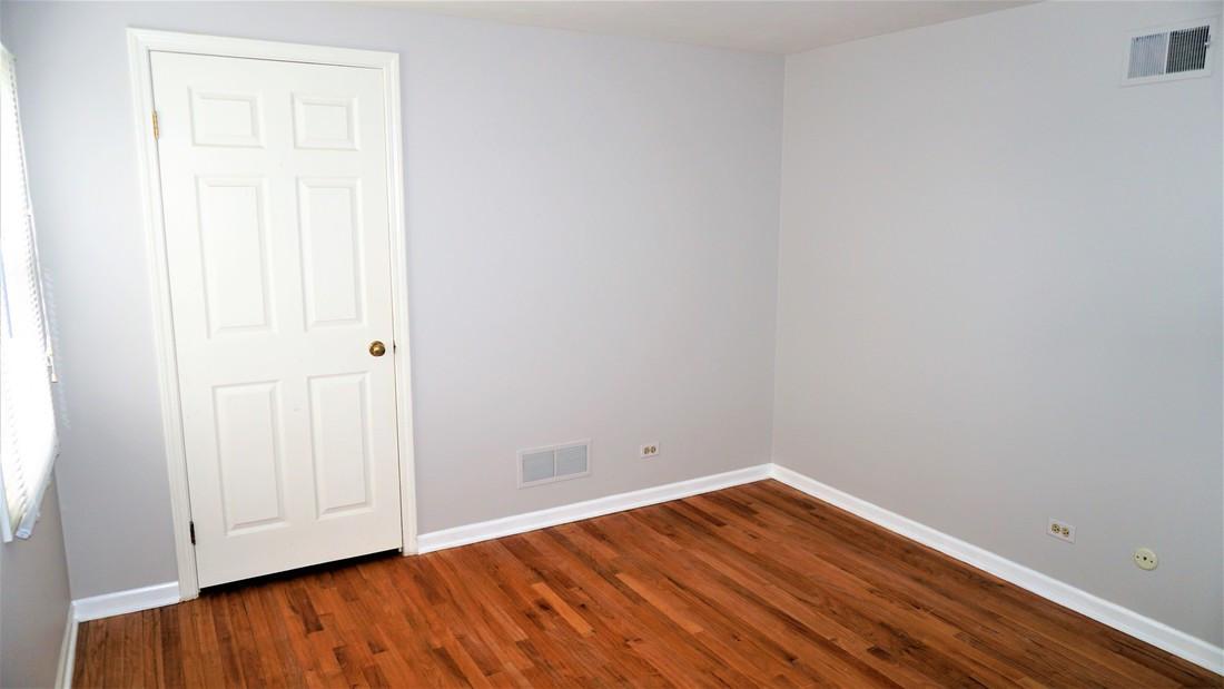 Bedroom 2 (view 2)