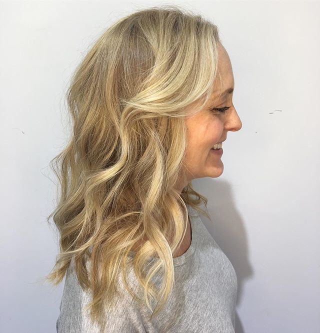 Beautiful Blonde _nicolelabramson 's highlights and lowlights make my hairstylist heart so happy..
