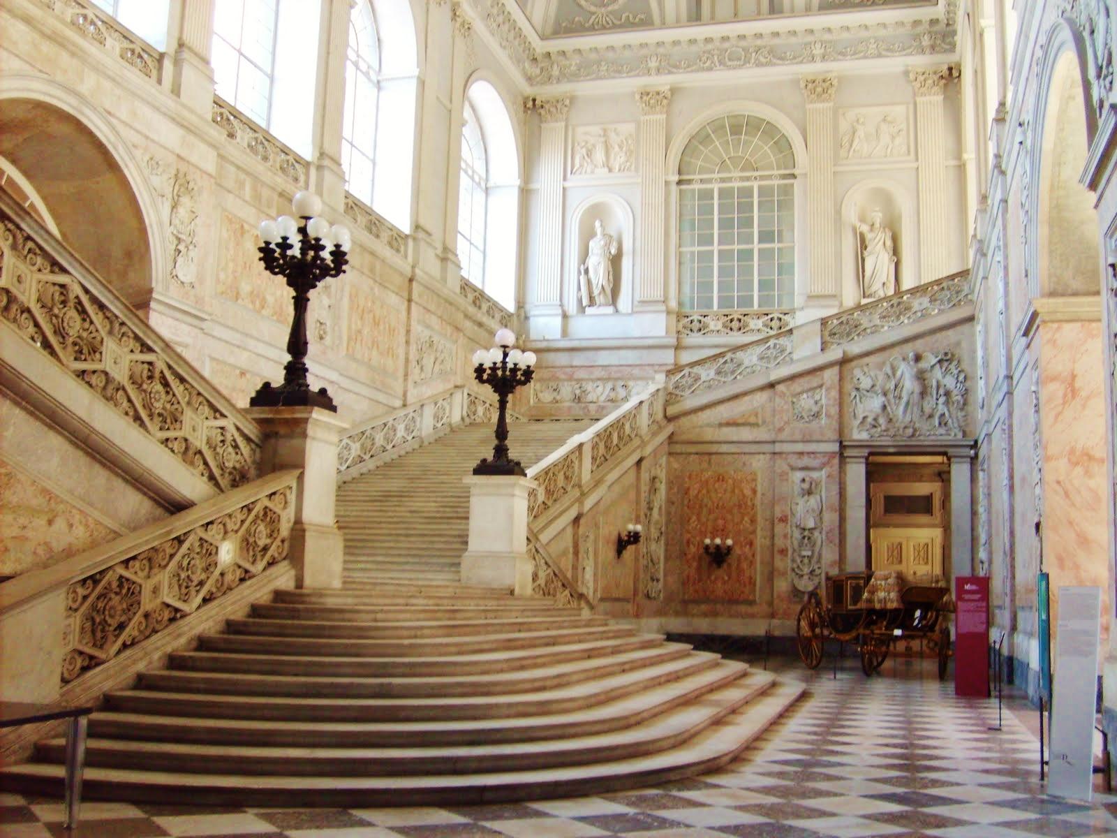 palazzo_reale_-_ingresso_e_scalone2.jpg