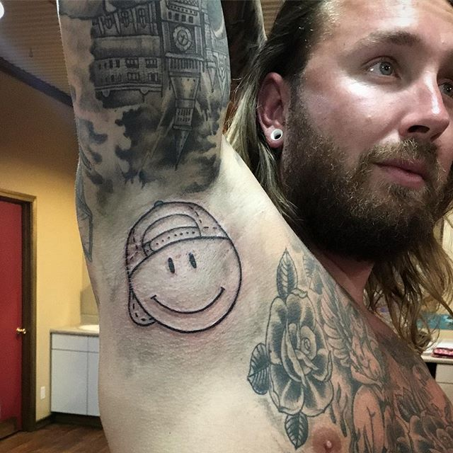 Happy face on this Viking lookin dude. 🙂 _lexionanadventure had the idea to put it in the armpit. �