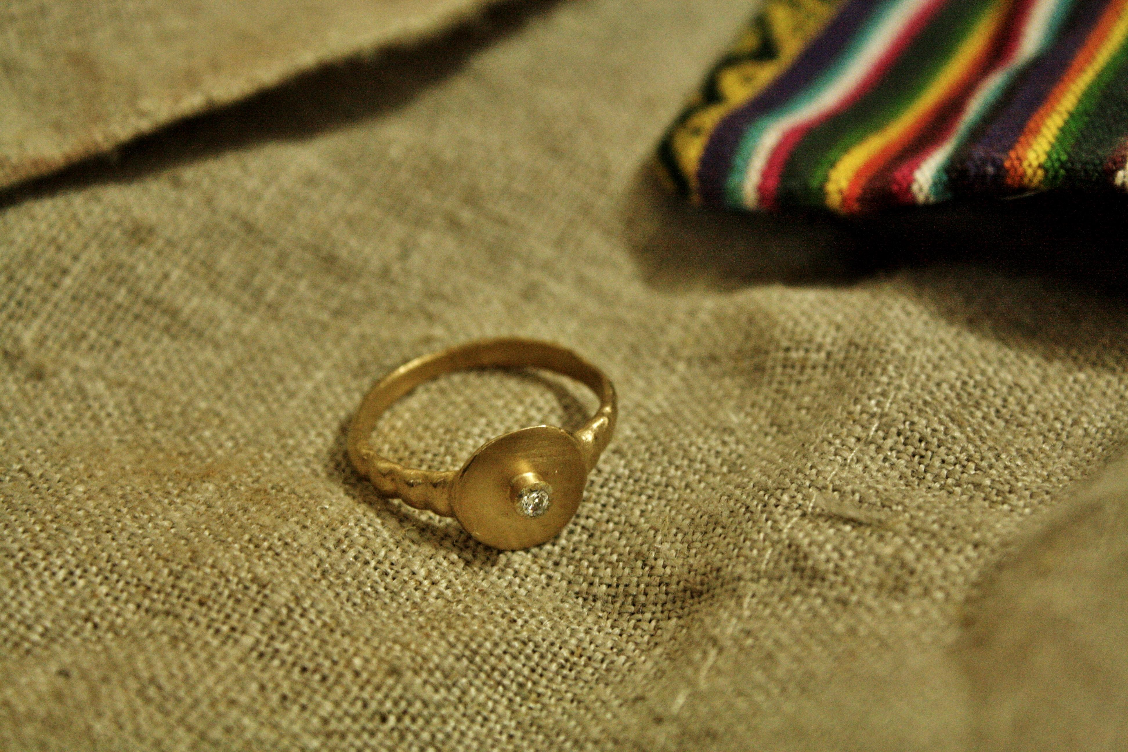 טבעת המרפא בעשבים, זהב ויהלום