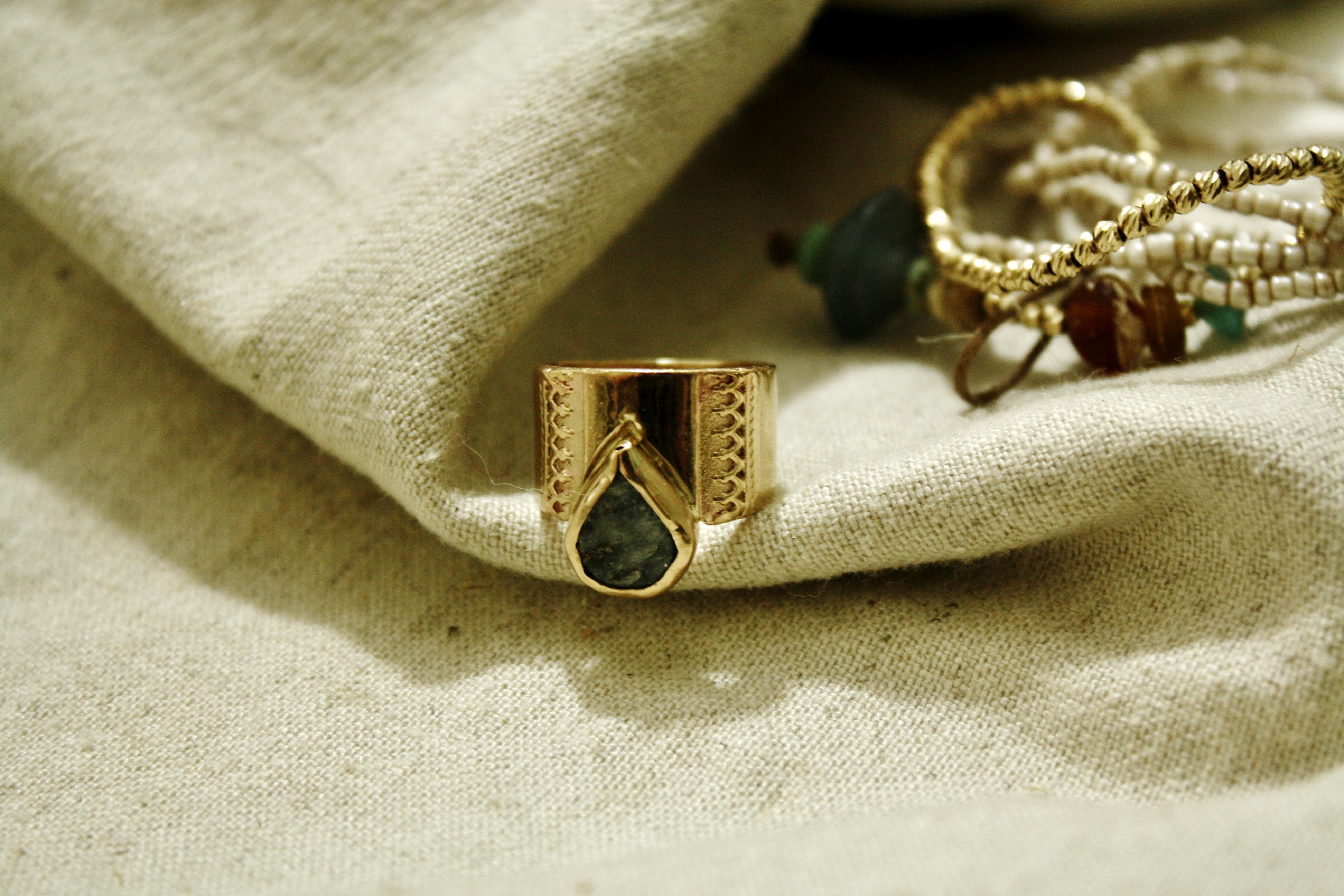 טבעת נומזדי, ואבן קינייט