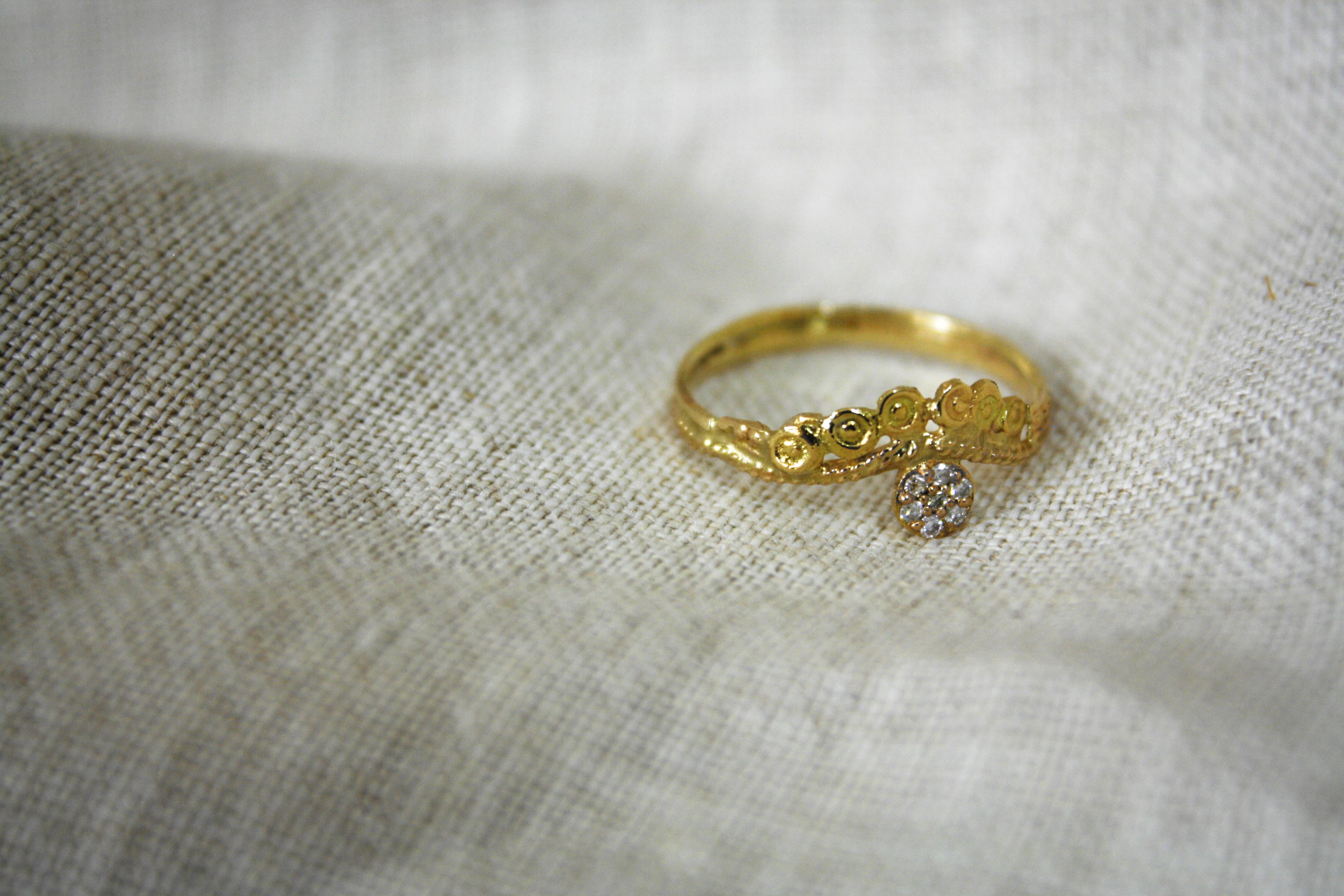 טבעת מלכות אסתר, זהב ושבעה יהלומים