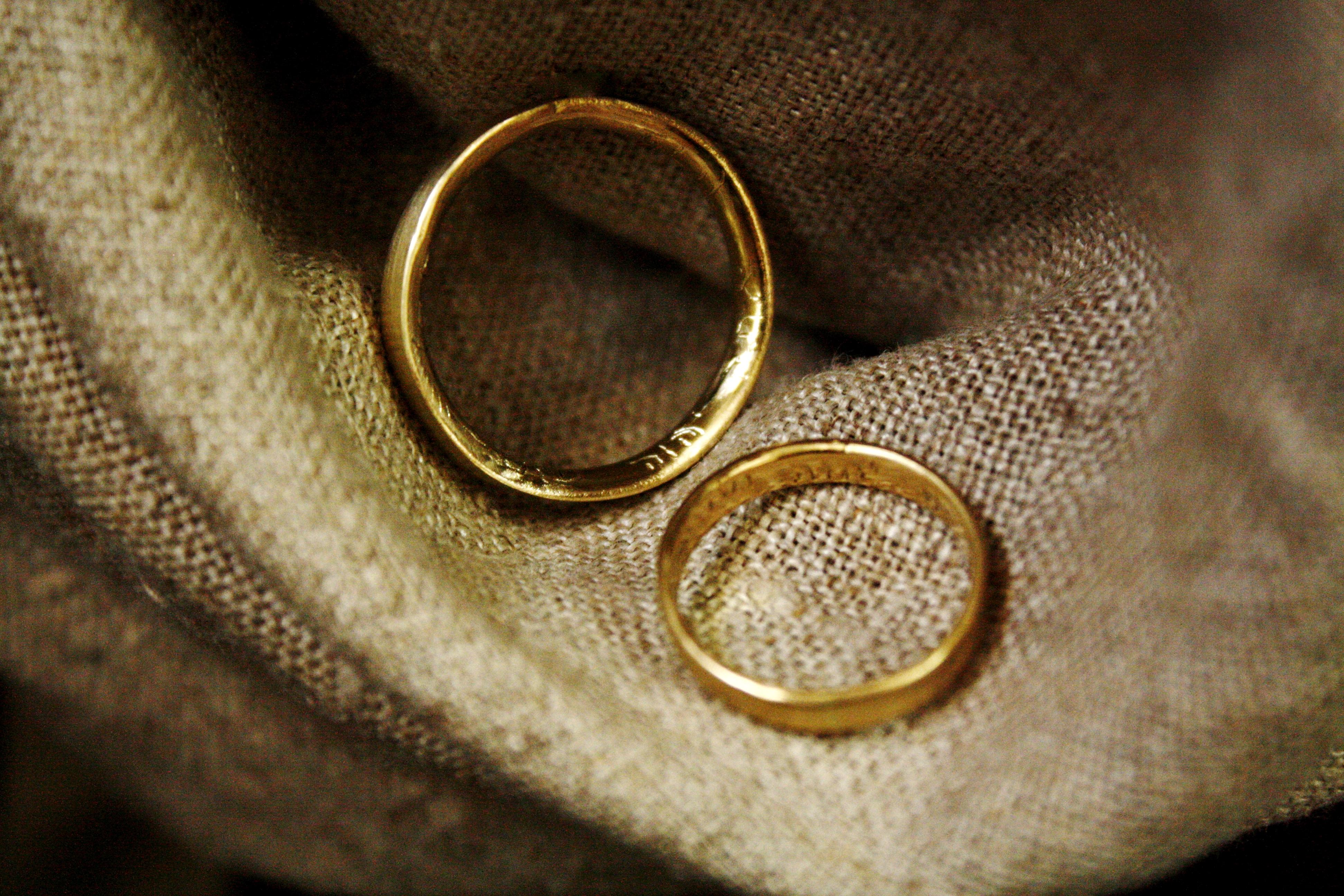 טבעת עדי עד (למטה) וטבעת אור גדול