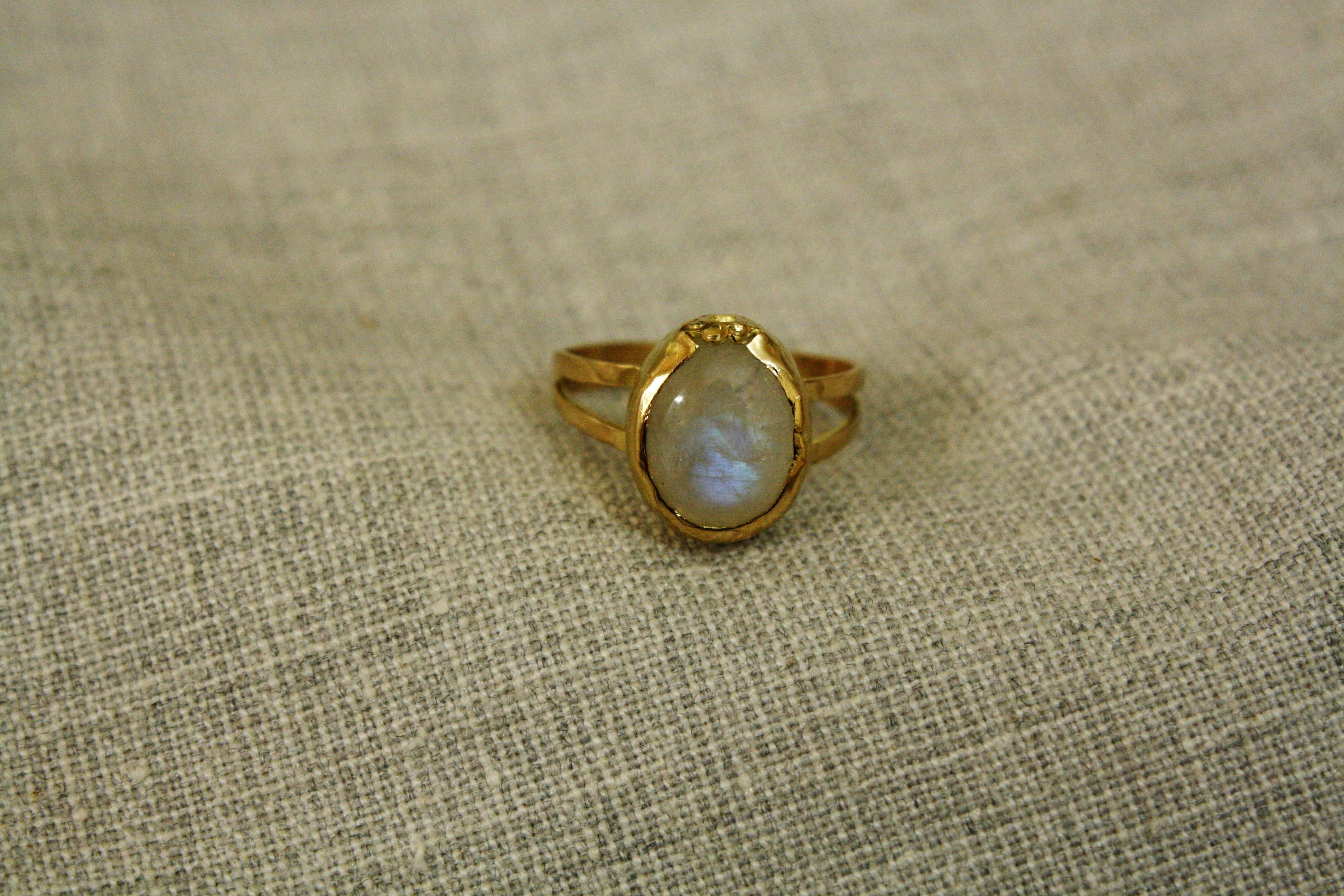 טבעת זהב ואבן מונסטו בהזמנה אישית