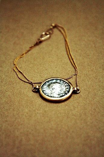 צמיד זהב מטבע רומי עתיק