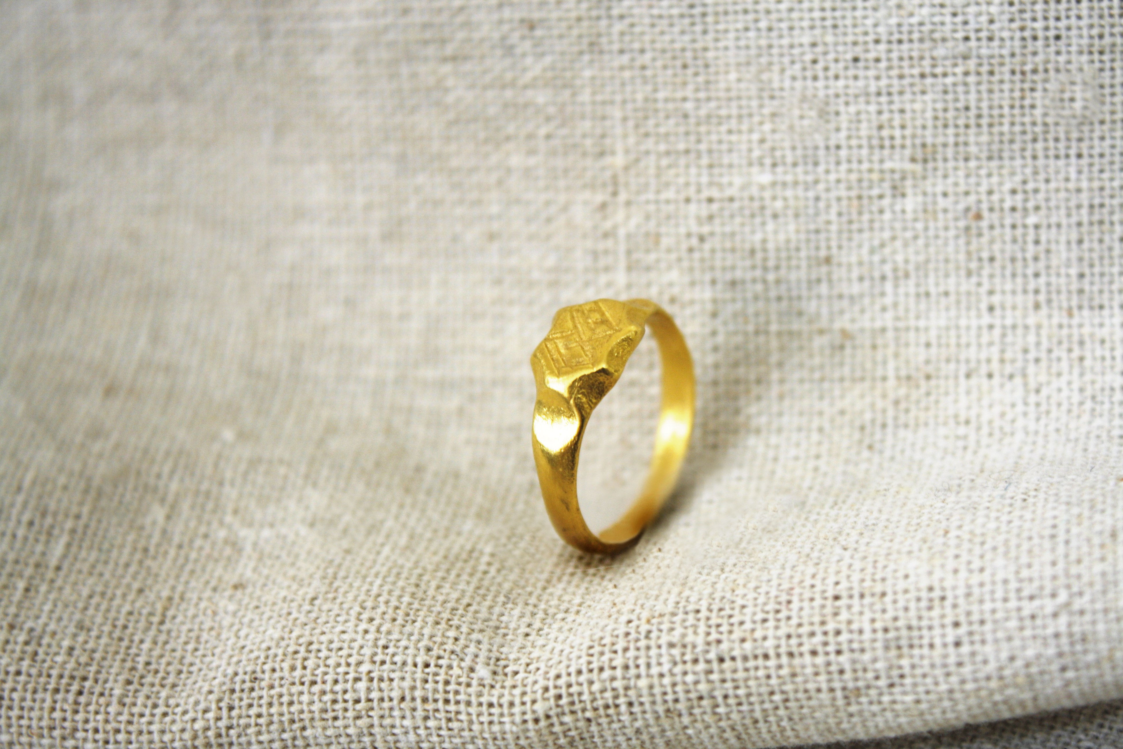 טבעת מים חיים זהב