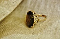 טבעת זהב ואבן סמוקי טופז
