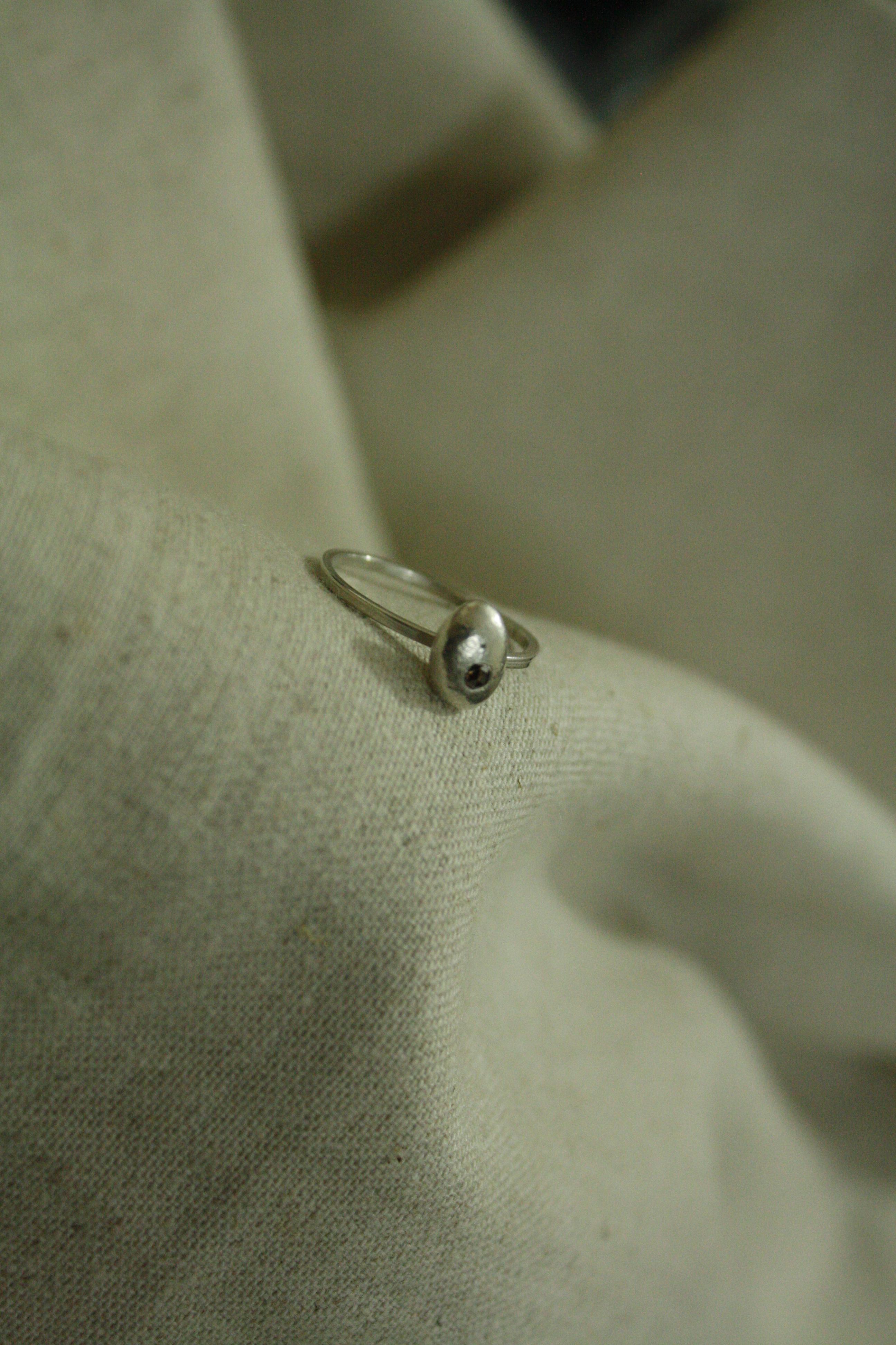 טבעת כסף טהור, ויהלום חום