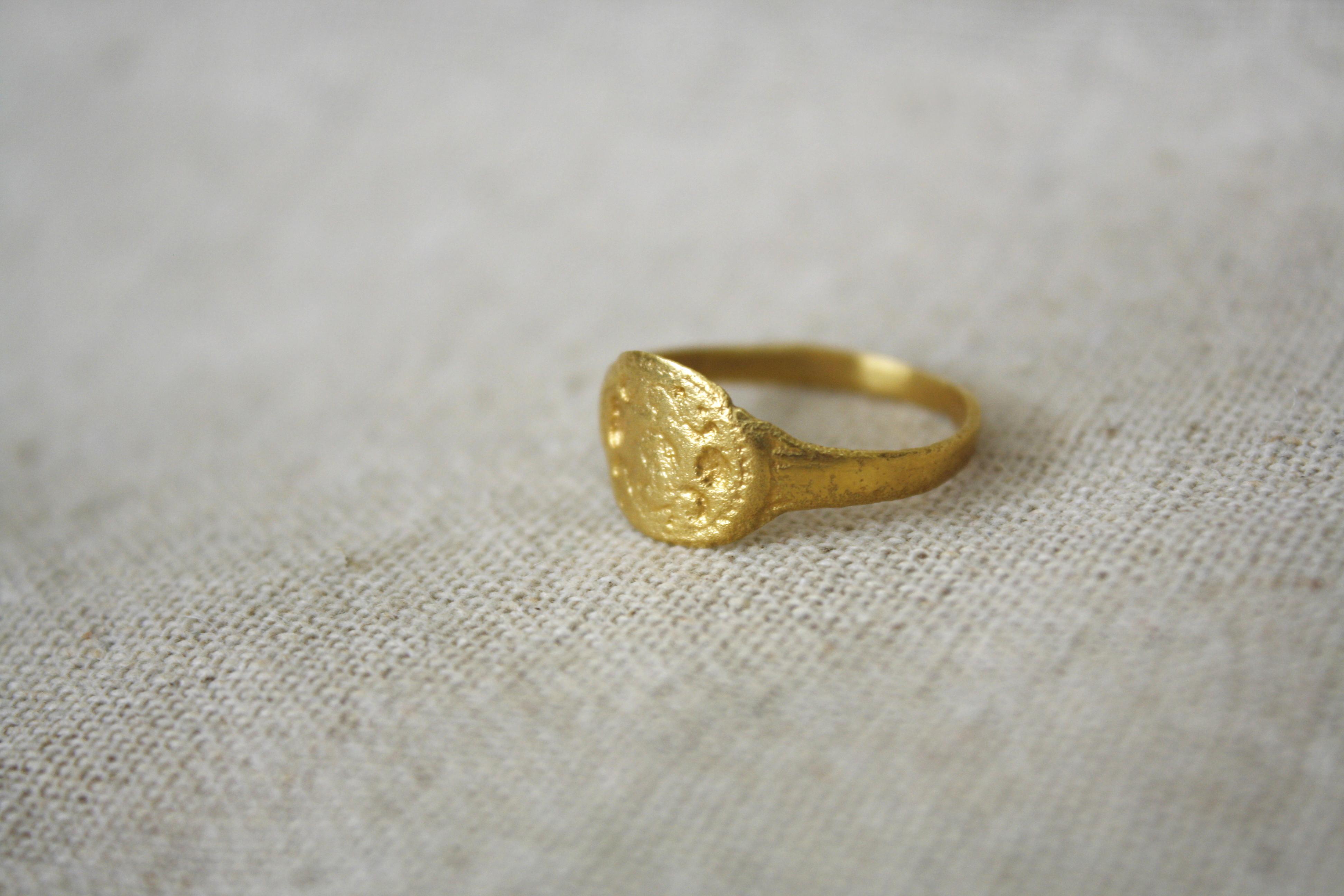 טבעת מכשפה ביער זהב