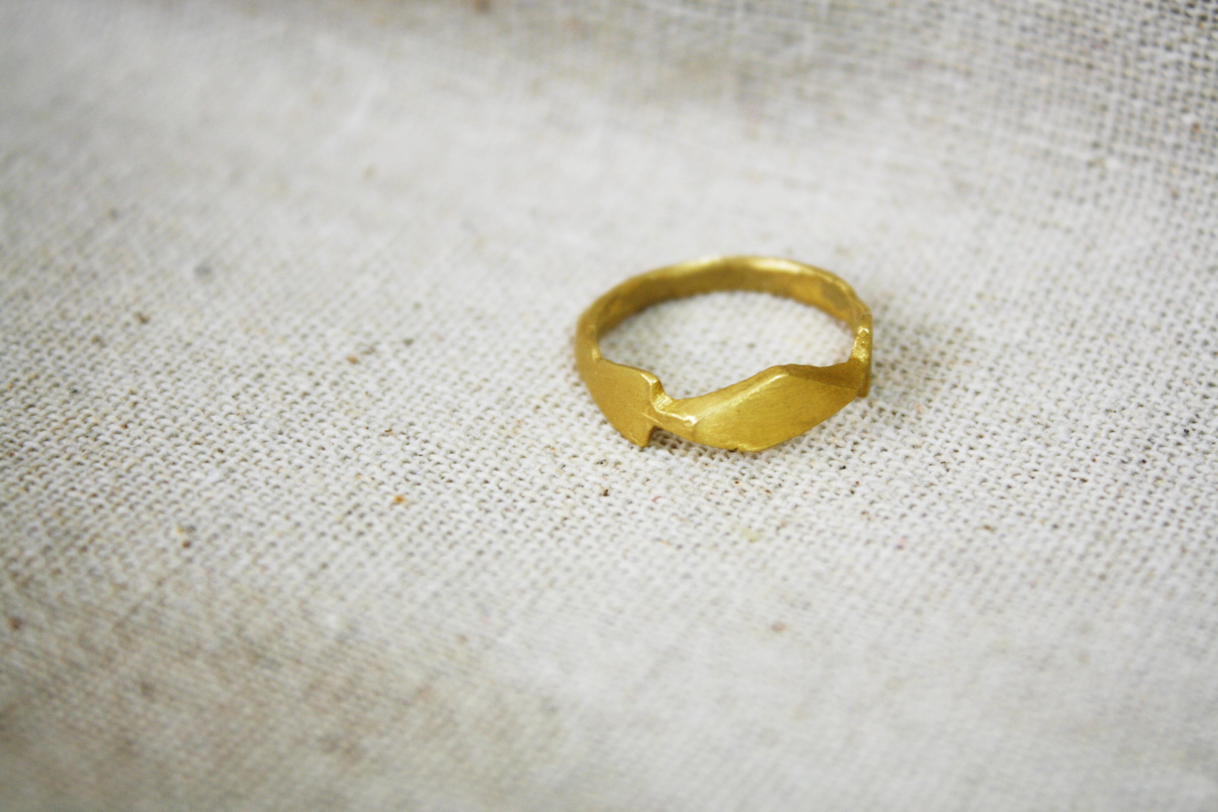 טבעת סרפד עשבים משוייף זהב