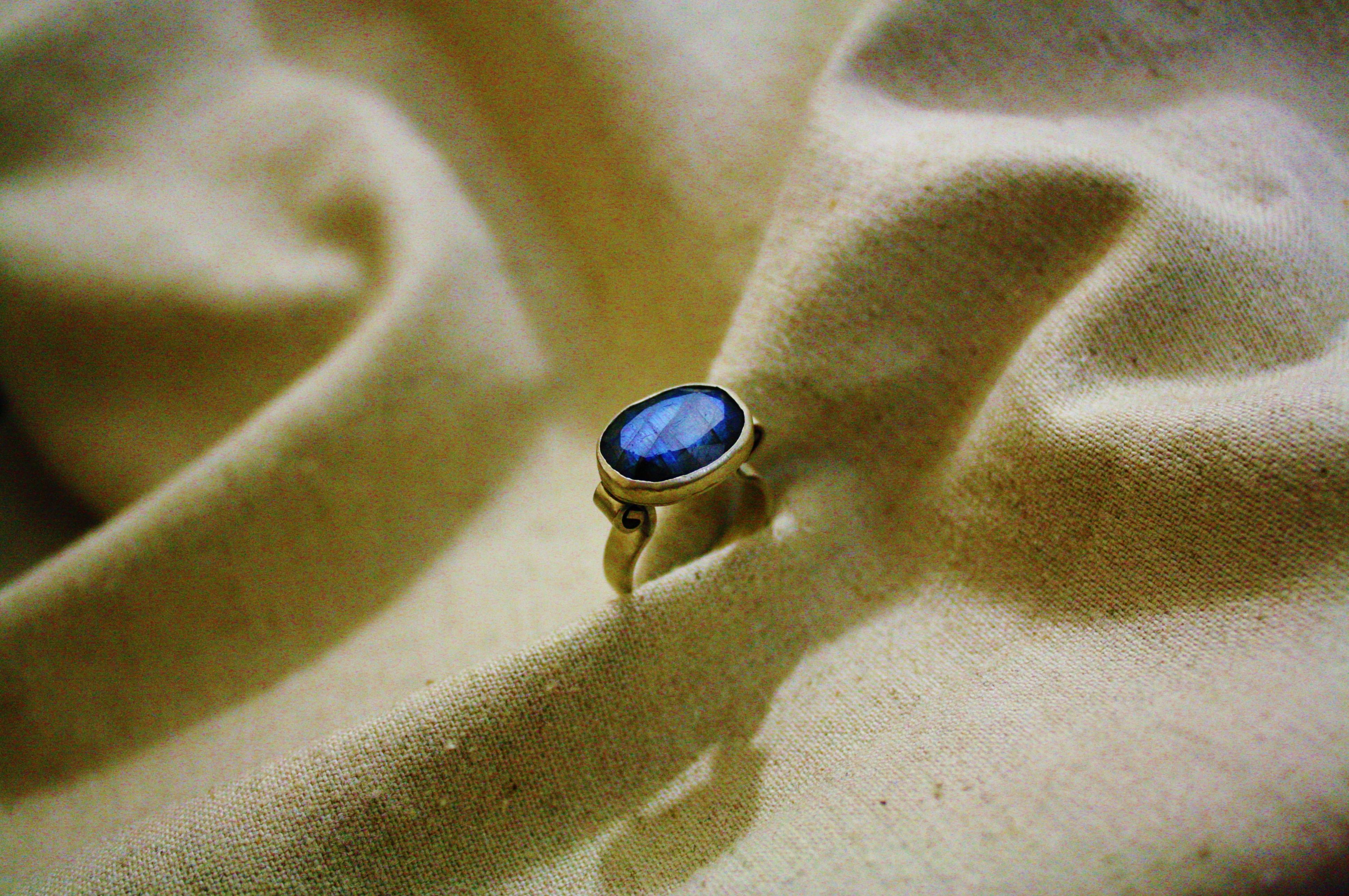טבעת כסף ואבן לברדורייט