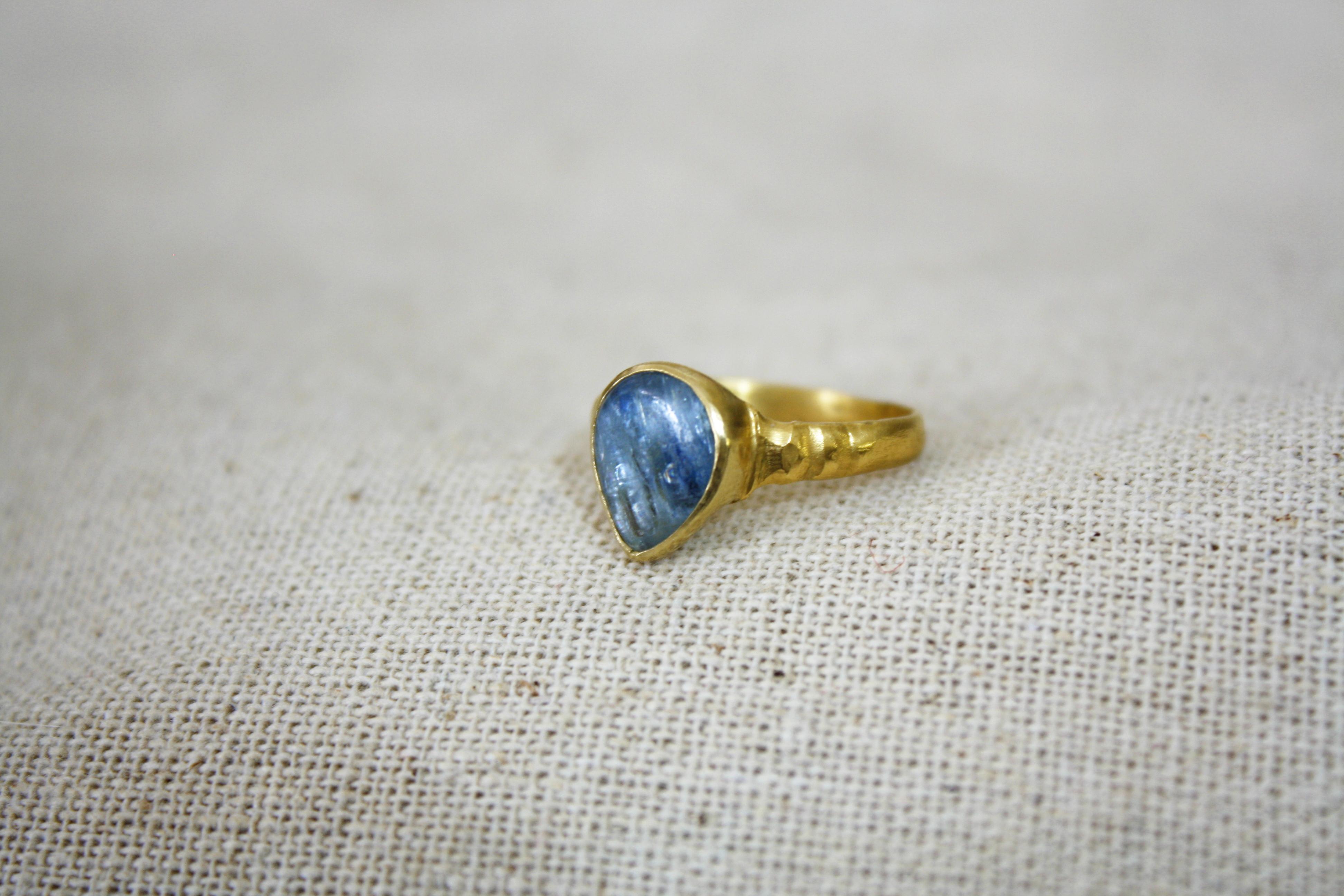 טבעת טל צפוני זהב ואבן קינייט