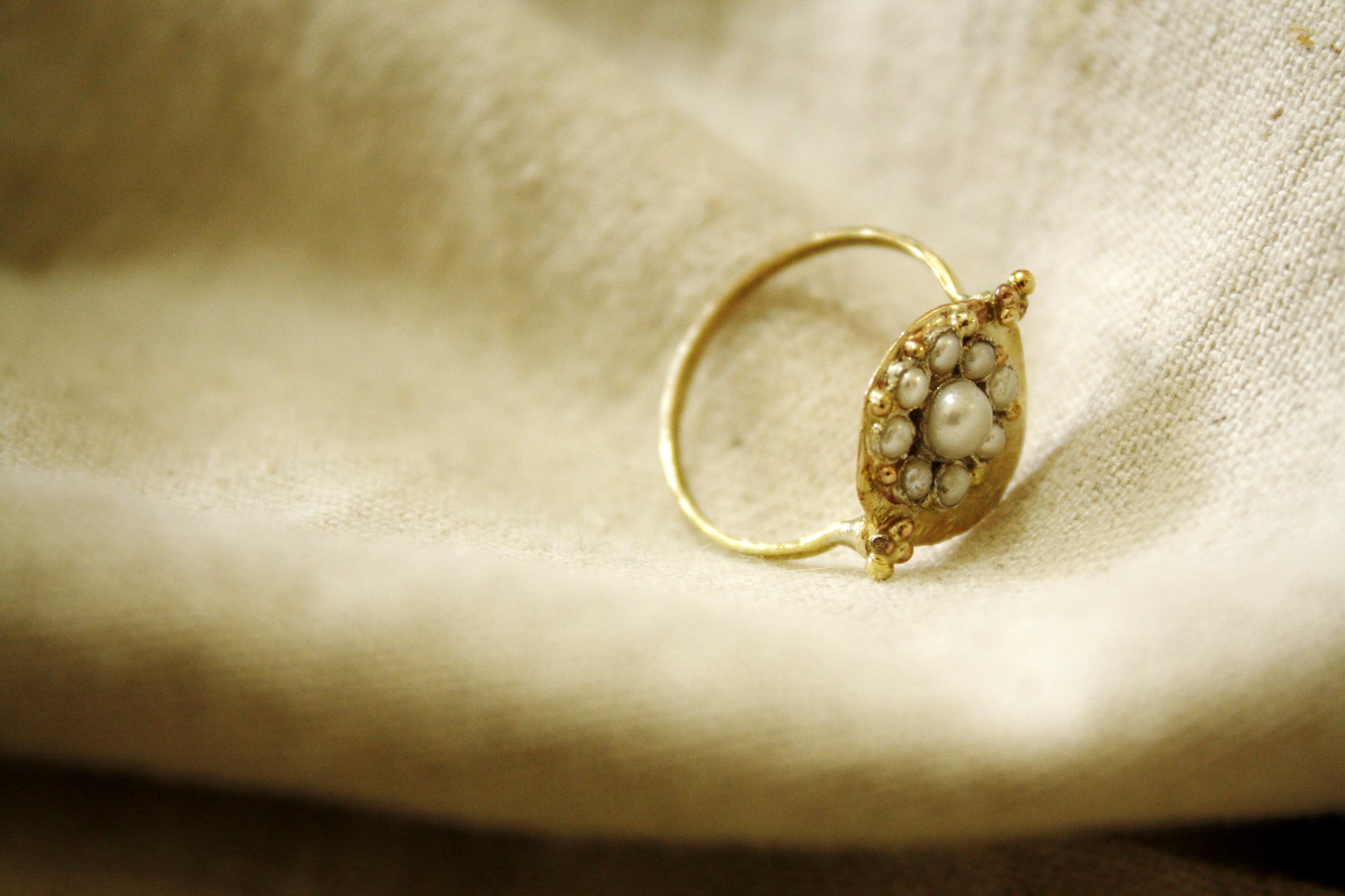 טבעת זהב ופנינים