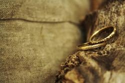 טבעת אלף לילה (למעלה) וטבעת עיטורים