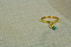 טבעת זהב וטורקיז, בהזמנה אישית