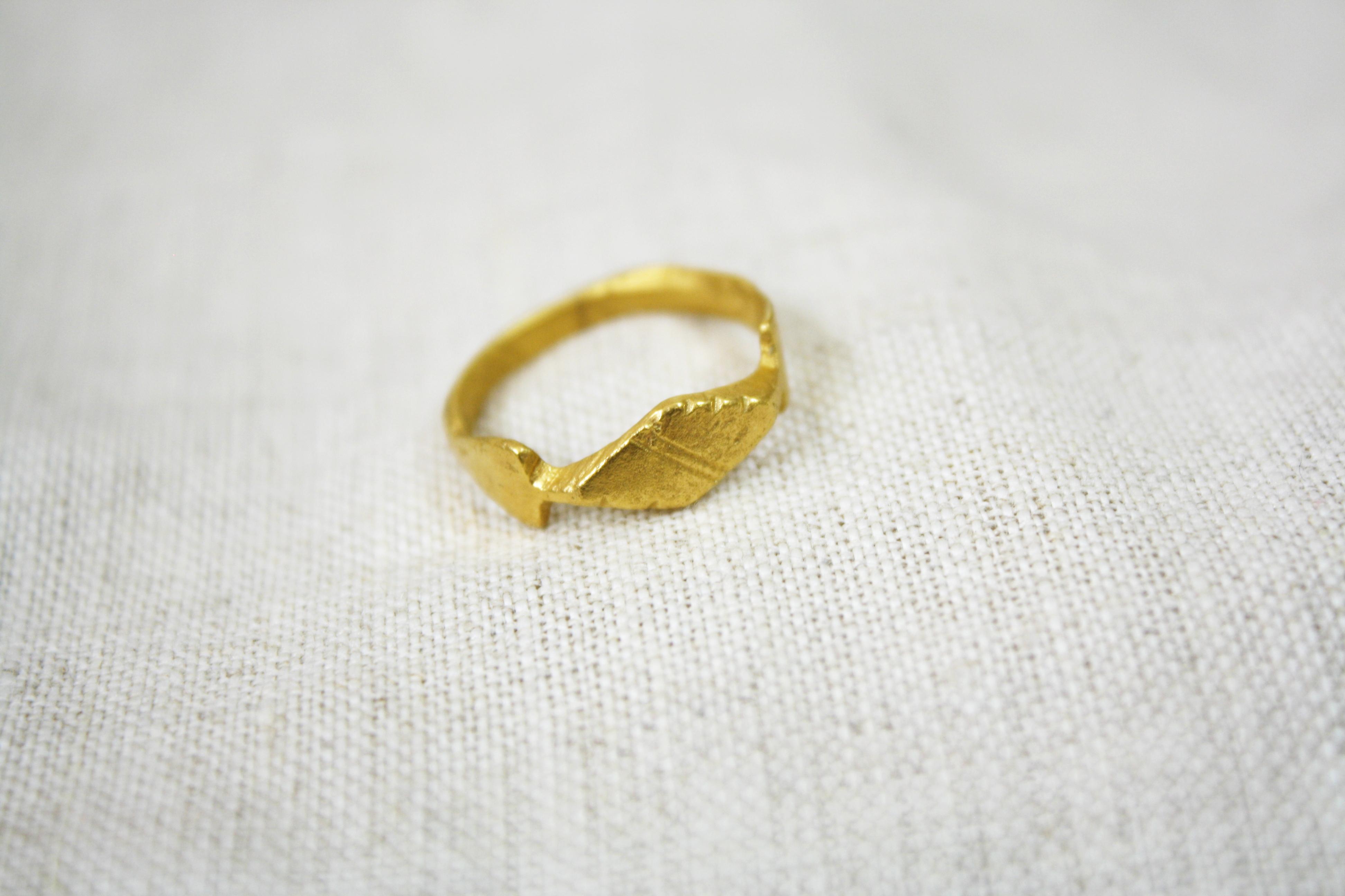 טבעת סרפד עשבים גולמי זהב