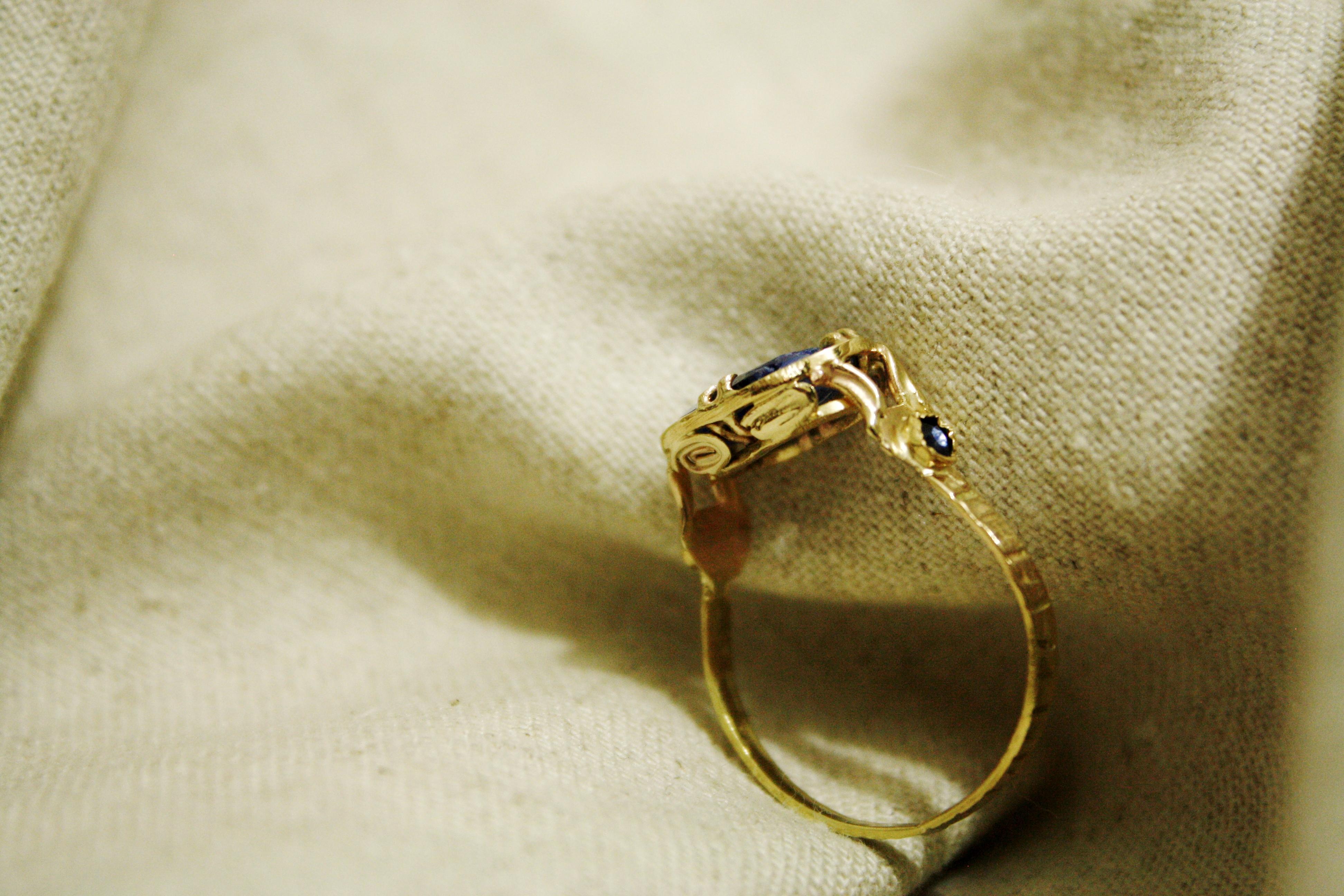 טבעת זהב משובצת ספירים בהזמנה אישית