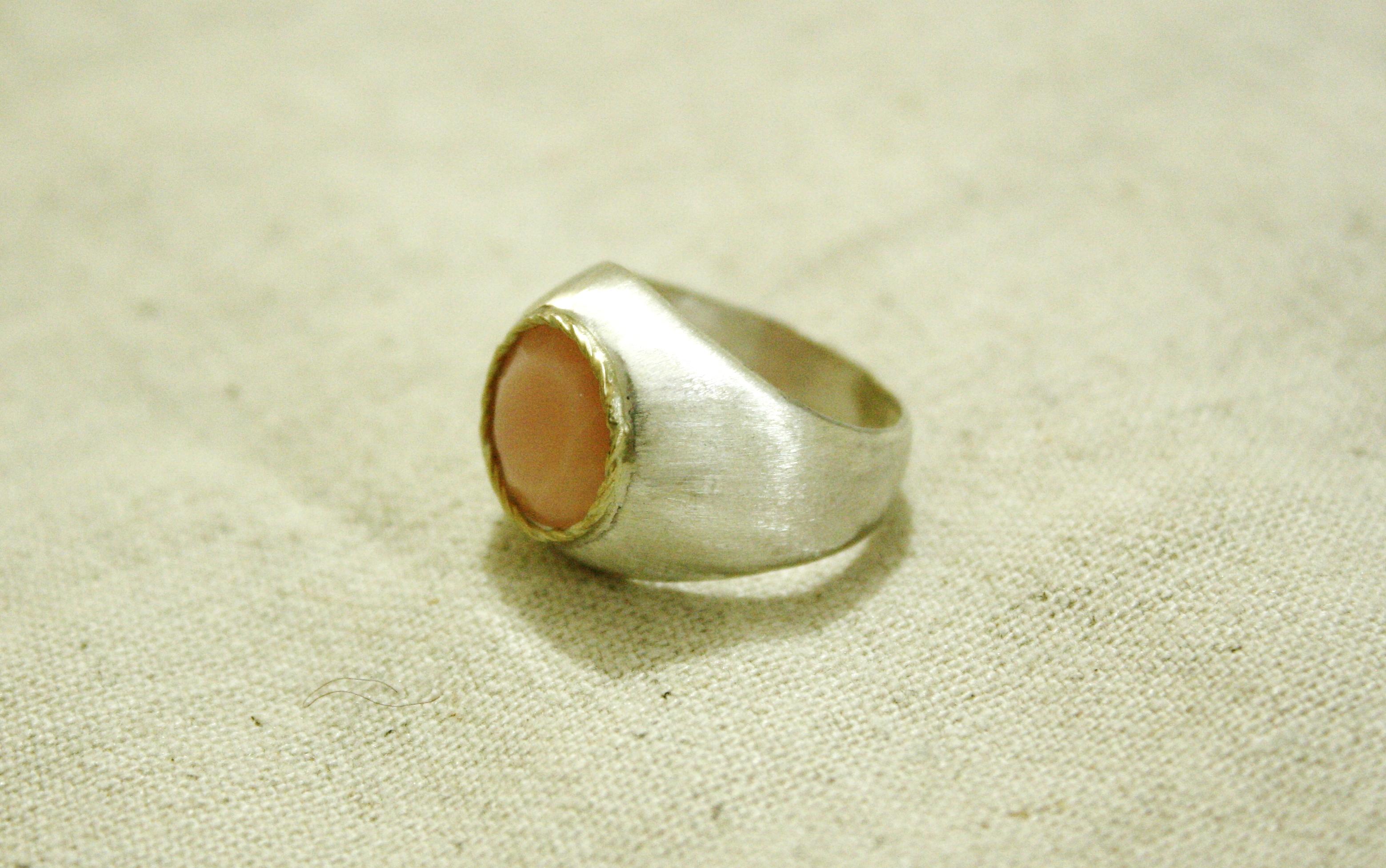 טבעת כסף משולבת צמה מזהב ואבן אופל