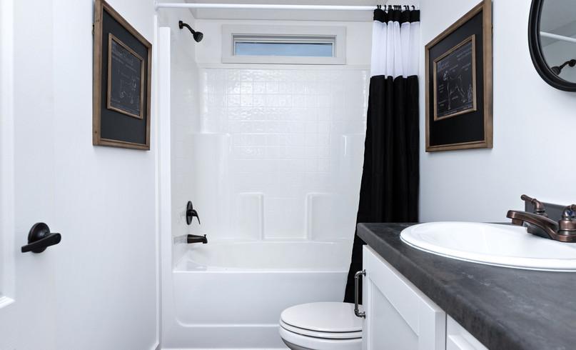 74DYN32603DH19_guest-bath_32.jpg