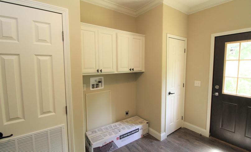 Utility Room 2.JPG