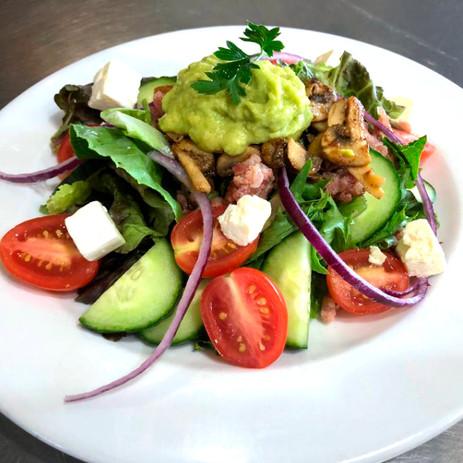 Bacon and guacomole salad