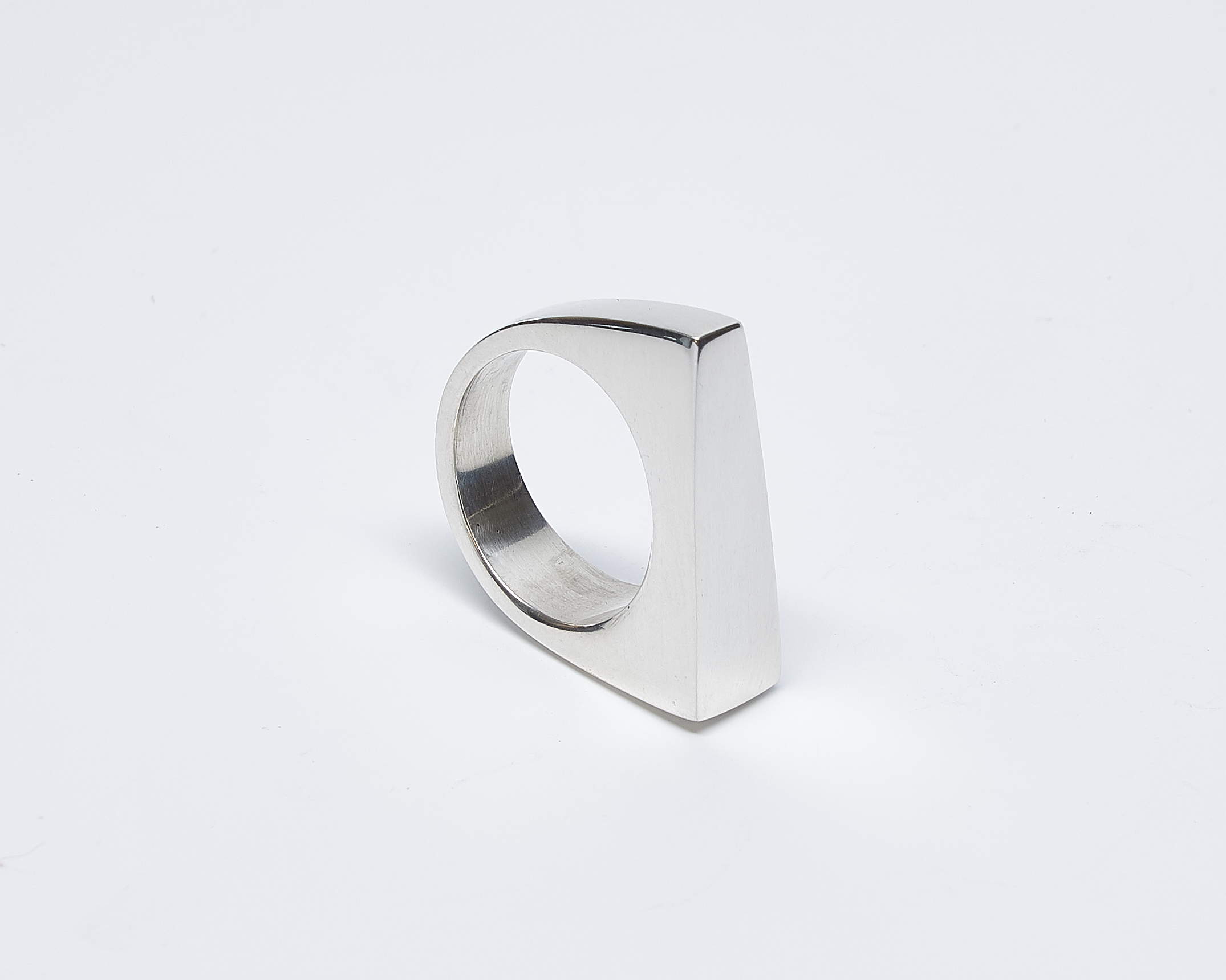 Solid Trapezoid Ring