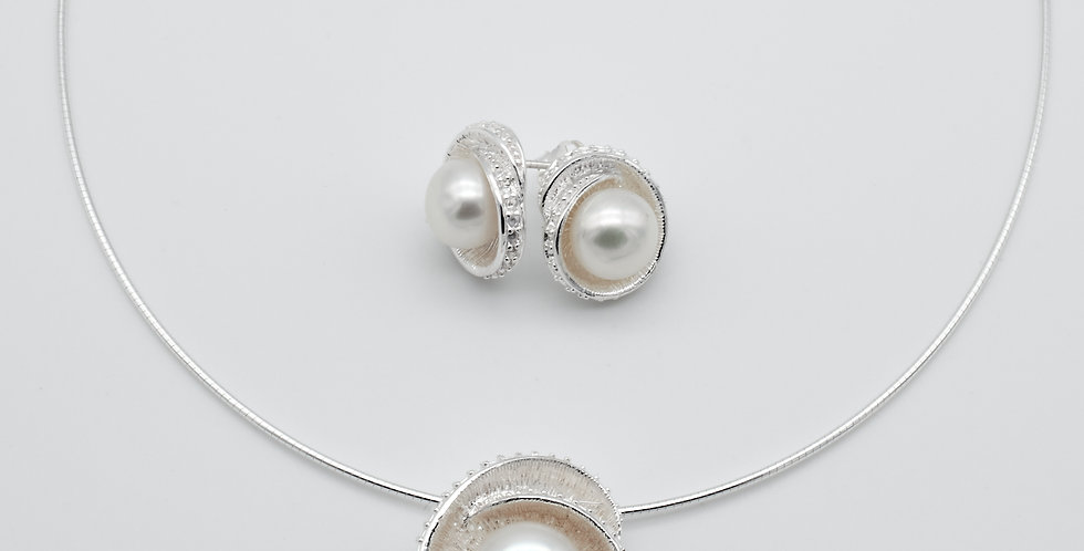 Folded Circle Set of Pearl Earrings and Pendant