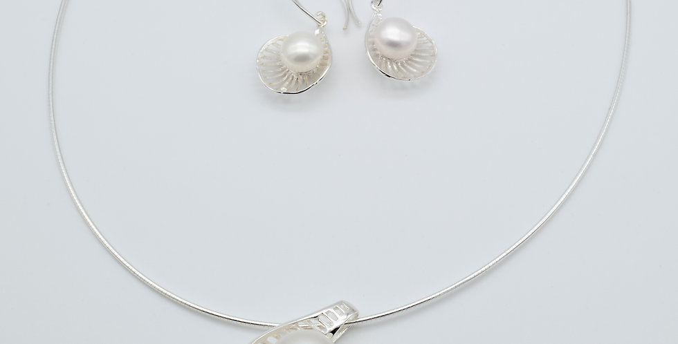 Shell Shaped Set of Pearl Earrings and Pendant