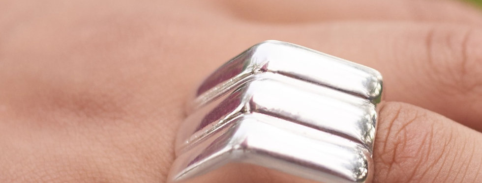 Triangle Ring with Ridges