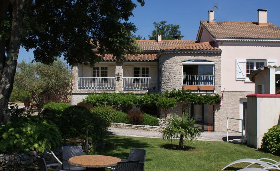 Le-petit-Vialto-location-gite-de-groupe-avec-piscine- Ardeche