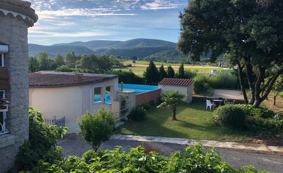 gite-le-petit-Vialto-piscine-vue-panoramique