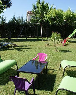 gite-le-petit-Vialto-parc-avec-jeux-pour-enfants.jpg