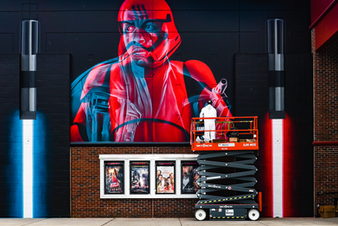 The mural is a double exposure 3D piece of the Star Wars character Finn (Rebells) and his past character FN - 2187 , a stormtrooper from the First Order. He represents both the Dark and Light side of the universe and each lense can show you each one of them. It's about seeing the same thing from two different perspectives.