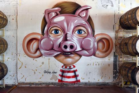 """2º Mural: Está é a forma que encontrei de incorporar o """"Big Ears"""" ao mundo PigPounder.  Second wall: this is how I incorporated the """"Big Ears"""" stile with Pig Pounder'sworld."""
