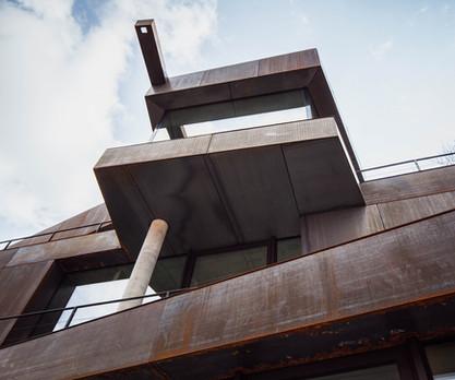 Fassadendetail Wohn- und Geschäftshaus in Landshut