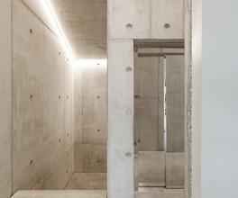 Aufzug in einem Geschäftshaus mit Spiegeloberfläche in Landshut